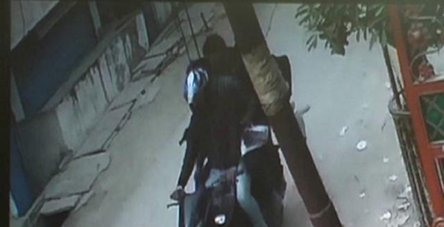 INDORE NEWS : सोने की अंगूठी से भरी पॉलिथीन उठाकर फरार हो गए बदमाश