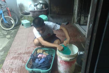 Taukah Kamu Kalau Mencuci Baju itu Ternyata Kewajiban Suami, Bukan Istri ???