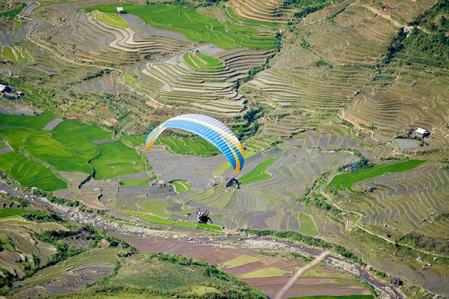 Paragliding watching the rice terraces Mu Cang Chai in the water pouring season 2