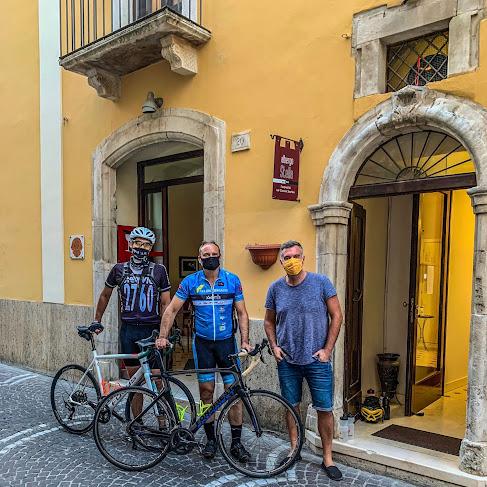 cycling abruzzo carbon road bike rental Sulmona Pescocostanzo Rivisondoli Roccaraso Aquila Maiella Blockhaus