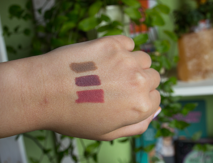 essence draw the line instant colour lipliner swatches