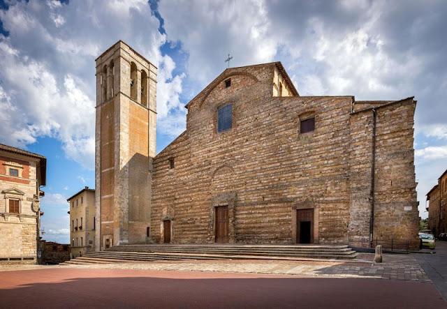 Duomo de Montepulciano localizado no centro histórico