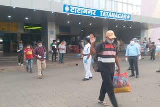 labour-return-to-jamshedpur