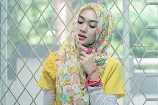 Blogger Wanita Indah Nadia Puspita