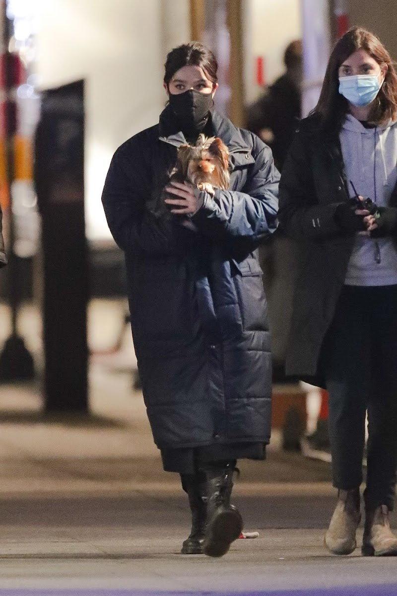 Hailee Steinfeld Heading to the Set of Hawkeye in New York 9 Dec-2020