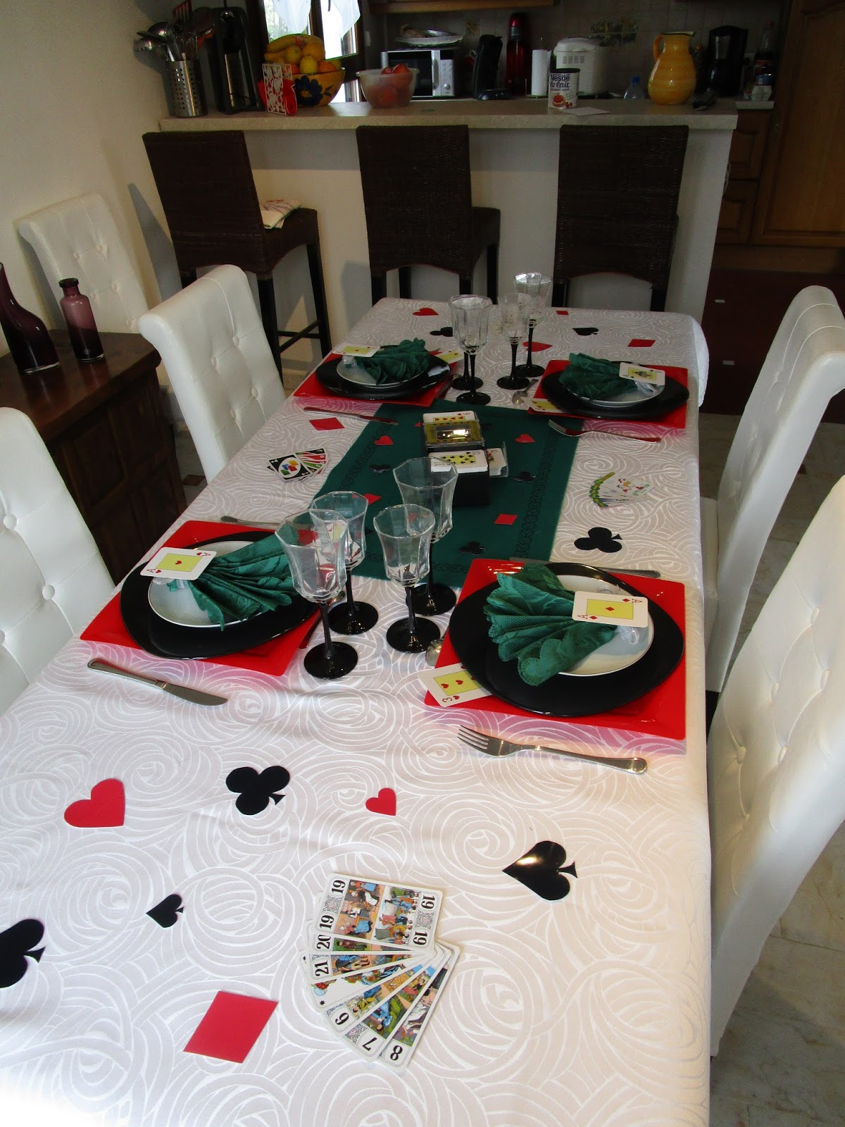 D co de table sur le th me jeux de cartes d co de for Idee deco 40 ans homme