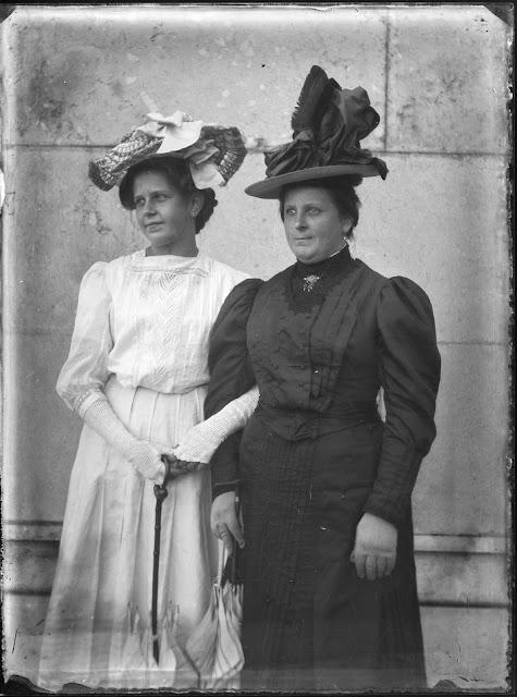 Foto zweier Frauen - 1910-1930