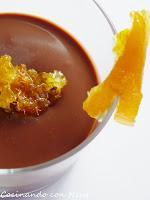 Pannacotta de chocolate con virutas de naranja confitada