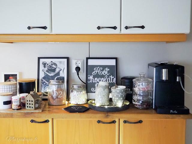 kaakaobaari keittiö herkku kahvi joulunodotus lumiukkosoppa