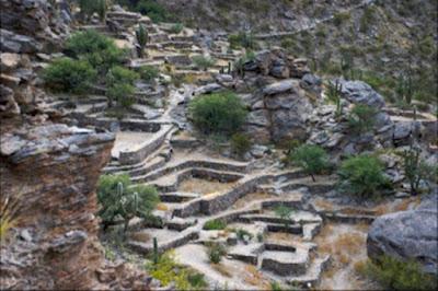 Le rovine costruite sul lato della montagna a Quilmes