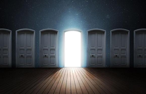 Pintu sebaiknya dibuka ke arah dalam