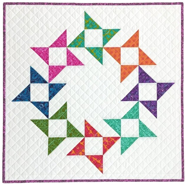 Quilted Blooms: Friendship Star Wreath Mini Quilt and WIN!