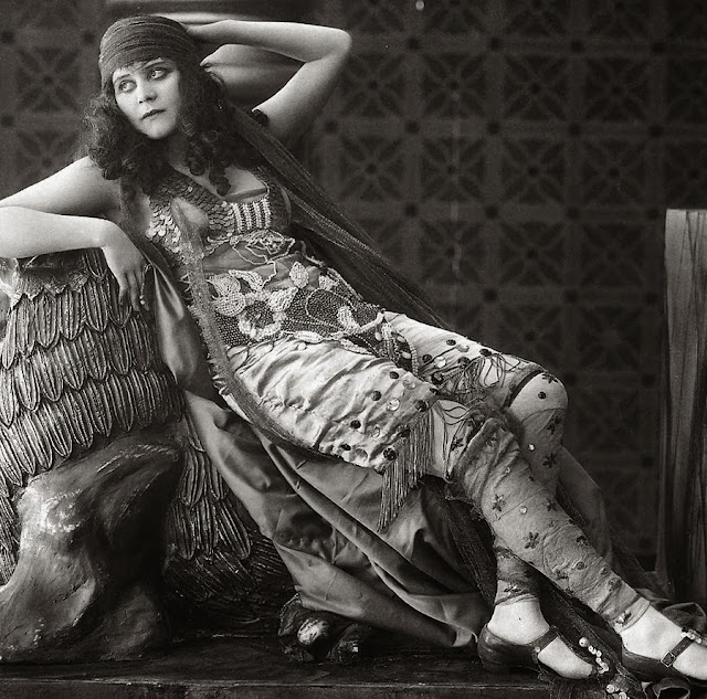[Imagem: vintage_stock___theda_bara_by_hello_tuesday-d37zycs.jpg]