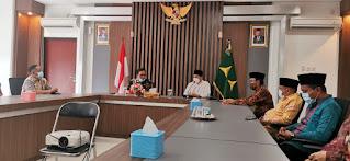 Ketua Umum Pengurus Besar Nahdlatul Wathan (PBNW), Syaikhuna Tuan Guru Bajang KH. Gede Zaenuddin Atsani, silaturahmi dengan Kejaksaan Tinggi NTB Jum'at (29/01).