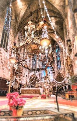 baldaquino de la catedral de Palma de cartón y papel de Antoni Gaudí