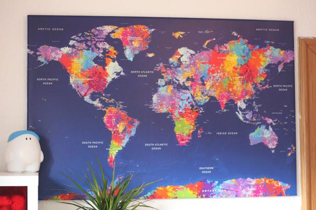 Pinnwand mit bunter Weltkarte von bimago.de