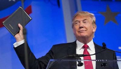 Sumpah Jabatan Trump Gunakan 2 Alkitab