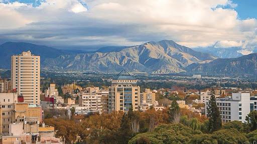 Según una encuesta, el 42% de los mendocinos cree que Mendoza podría vivir separada de la Argentina
