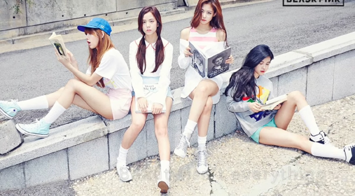 Lirik dan Link Download Mp3 BLACKPINK - Playing With Fire