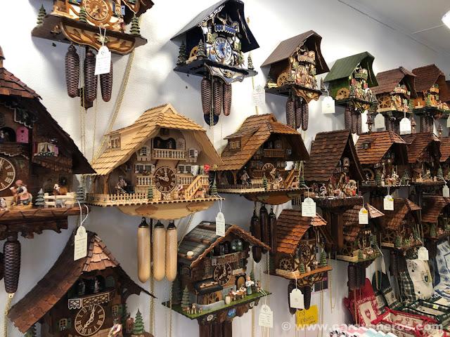 tiendas de relojes de cuco. Triberg | Alsacia y Selva Negra en autocaravana