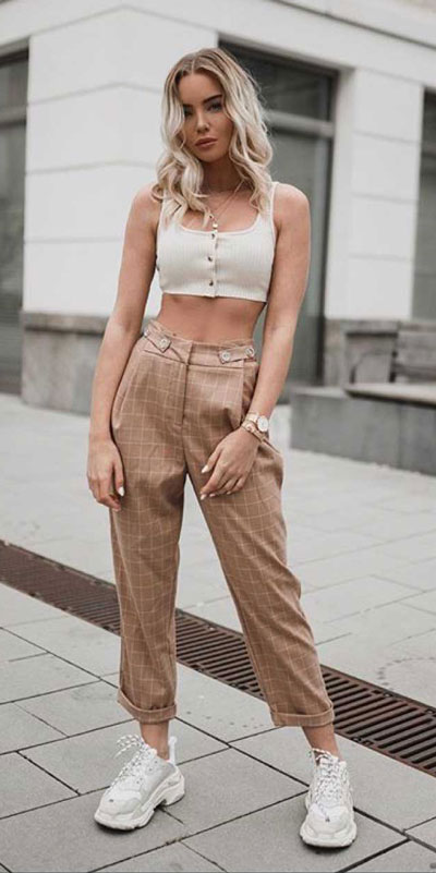 Comfy and casual style is perfect choice for summer season. It's time to share 26 Casual Summer Outfit Ideas You need this moment. Casual Outifts + Summer Style via higiggle.com | check pants + crop top | #summeroutfits #casualoutfits #summer #casual