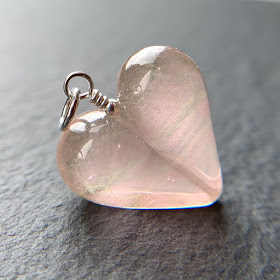 Handmade lampwork glass heart bead pendant by Laura Sparling made with CiM Morgan