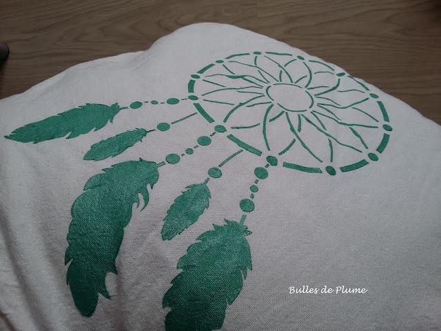 Bulles de Plume - DIY Coussin pochoir attrape rêves