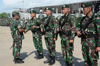 Pangdam Melepas 450 Prajurit Yonif Raider 303/Setia Sampai Mati Divif-1 Kostrad Menuju Perbatasan RI- Malaysia