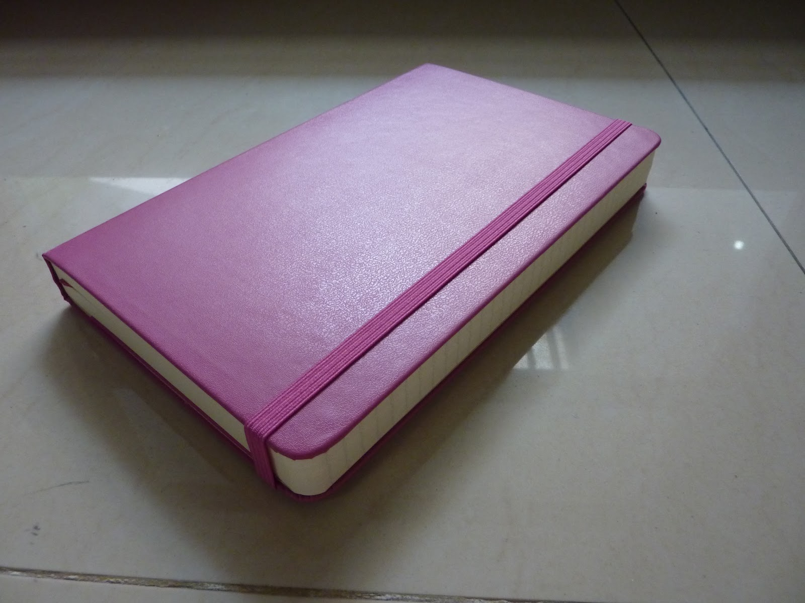I love this Magenta cover, it's the same color as the Extra Small daily I  reviewed a couple of years ago.