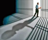 Το πολιτικό σύστημα επιδιώκει να δραπετεύσει;