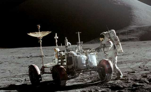 NASA's 1971 Apollo 15 Video Clip Shows UFO Parked On Lunar ...