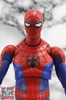 MAFEX Spider-Man (Peter B Parker) 15