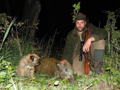 GREAT HUNTING: Přes pole ke kališti v potoku přebíhala čtyři prasata. Chvíl