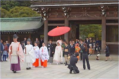 พิธีแต่งงานในศาลเจ้าเมจิ (Meiji Shrine)