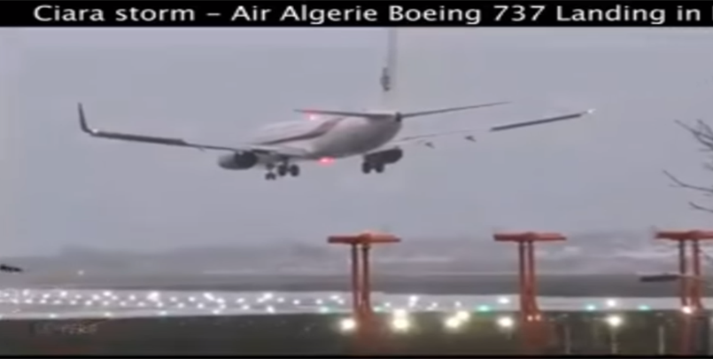 صور الطائرة الجزائرية في مطار لندن