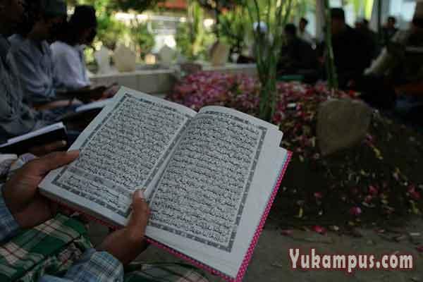Bacaan Doa Ziarah Kubur Yang Singkat Arab Latin