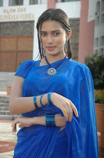 Gowri-Pandir-wet-saree-photo