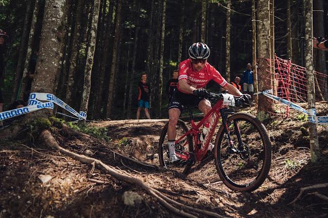 Mathias Flueckiger no XCO da Copa do Mundo UCI, em Leogang - Foto: Bartek Wolinski / Red Bull Content Pool