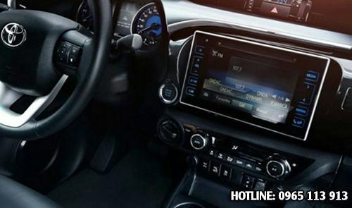 Toyota Hilux Revo bảng điều khiển