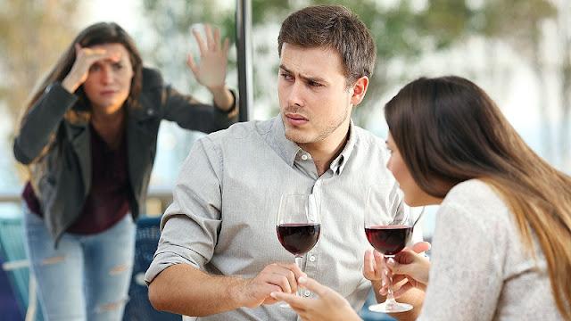 Penyebab suami selingkuh dan cara mengatasinya