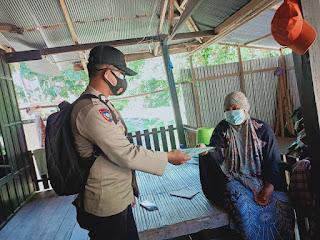 Sat Binmas Polres Enrekang, Melalui Banit Binmas Sambang Dan Bagi Masker Kepada Masyarakat