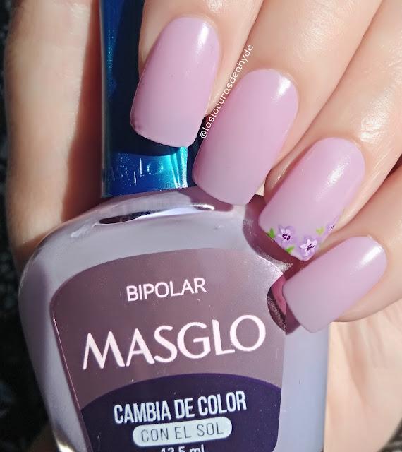 manicura con esmalte fotocromatico en color lila