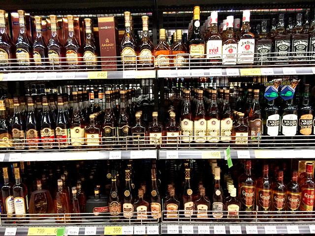 Из-за роста цен в России сокращается потребление алкоголя, особенно импортного