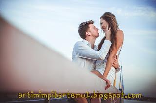 Arti Mimpi Bertemu Almarhum Suami