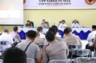 Pemkab Lampung Barat Gelar Sosialisasi Sapu Bersih Pungutan Liar (Saber Pungli) 2017