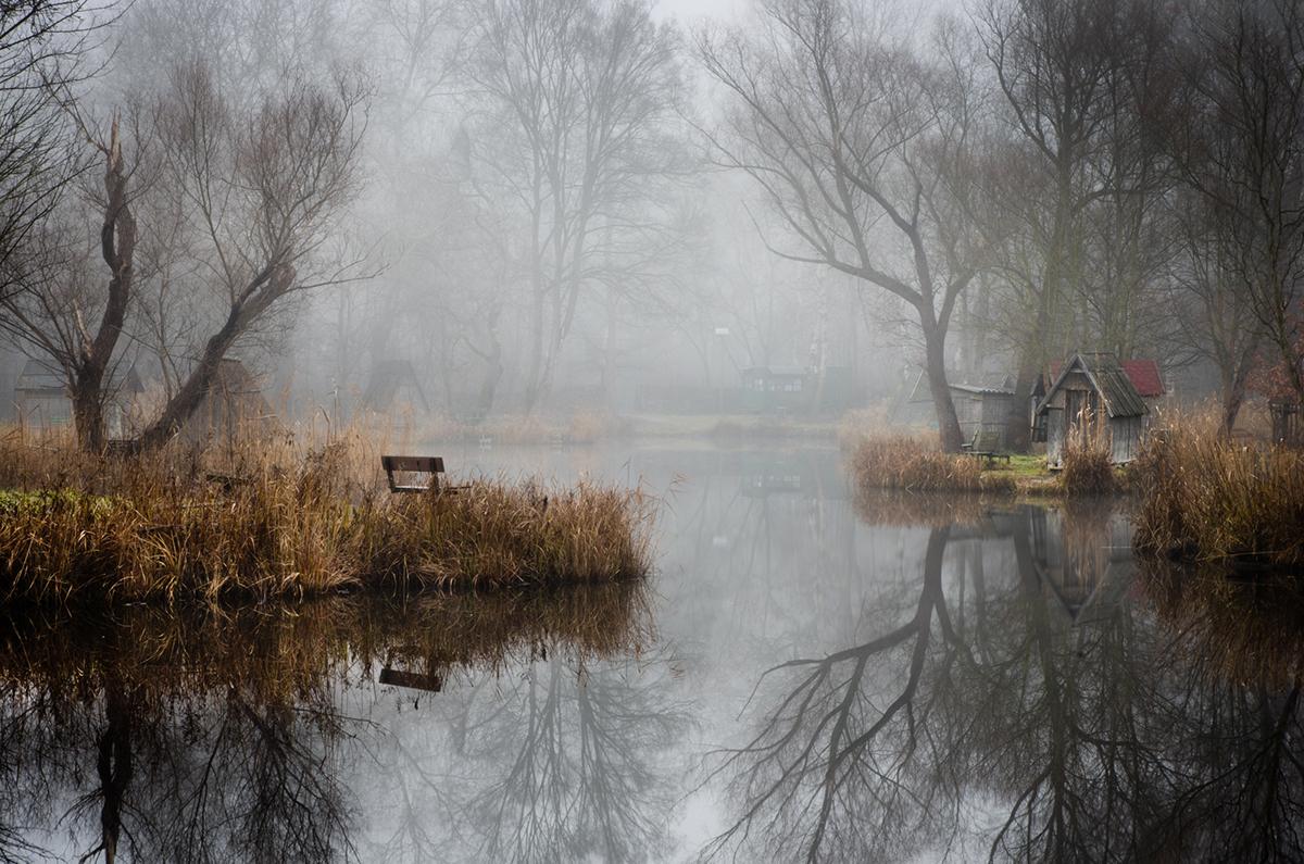 07-Viktor Egyed-Photographs-of-the-Enchanted-Fishing-Village-www-designstack-co
