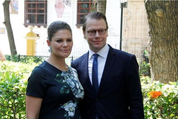 Crown Princess Victoria and Prince Daniel visit Cartagena for an official visit to Colombia,  At the first they the crown princess couple visit the city center of cartagena and visit the harbor.