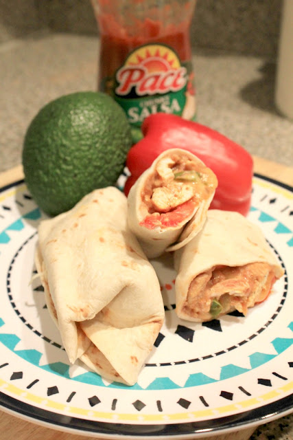 Salsa Chicken Wraps are the perfect back to school dinner. Quick and easy and so full of flavor. They are also super easy as a take-along meal for busy moms! #CampbellSavings #ad