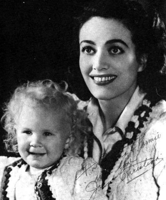 30 Vintage Photos of Joan Crawford With Her Adopted Daughter