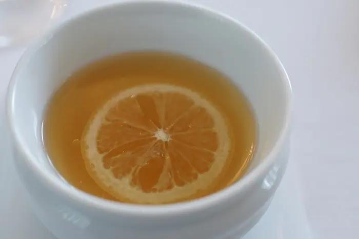 2. Limão e gengibre com chá verde